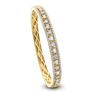 18KT 2.00 CT Diamond Studded Round Bangle